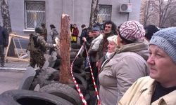 Коммунисты руководят возведением баррикад в центре Славянска