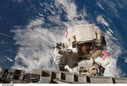 Вопрос о выходе в открытый космос астронавтами экспедиции МКС 39/40 не решен