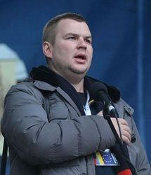 Лидер Автомайдана  Булатов получает SMS с угрозами по дороге в Варшаву