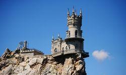 «Ласточкино гнездо» в Крыму довели до аварийного состояния