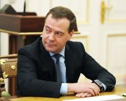 Медведев в Facebook назвал ситуацию на Украине неконтролируемой