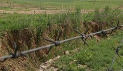 Россия отгородилась от Донбасса 140 километрами ограждений и рвов