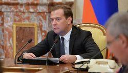 Лукашенко первым поздравил российского премьера Медведева с 49-летием