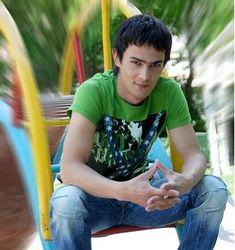 """Узбекистан: поп-певца, отказавшего ехать на хлопок, """"сняли"""" с гастролей"""