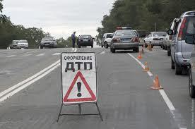 ДТП в Москве: на улице Ращупкина BMW столкнулся со скорой помощью, а потом совершил наезд на детскую коляску