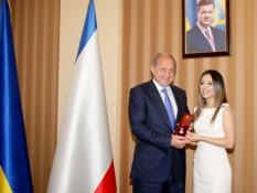 Злата Огневич официально стала заслуженной артисткой Крыма