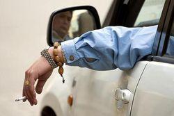 В Казахстане будут штрафовать за курение за рулем