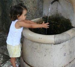 Ани Лорак выложила в Twitter фотографию своей 2-летней дочери Софии