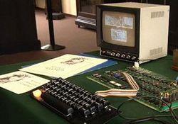 Компьютер Apple продали на аукционе почти за 700 тыс долларов США