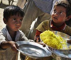 Власти Индии намерены бесплатно подкармливать 800 млн. сограждан