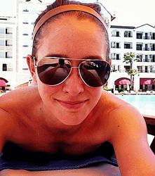 PR и эротика: Катя Осадчая показала фото ню на экзотическом пляже