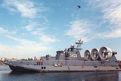 Самый большой в мире корабль-амфибия «Бизон» прошел испытания в Крыму
