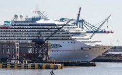 Злой рок: с судна Carnival Dream туристы не могут сойти на берег