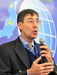 Экс-посол США: ЕС нужно подписать соглашение с Украиной и... ввести санкции