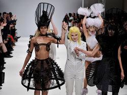 Ошибка или PR: Дизайнер Lady GaGa, устроила порно-показ в Лондоне