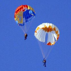 На Киевщине разбилось пять парашютистов
