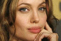 Анджелина Джоли не говорила об операции даже отцу – тот узнал об этом из СМИ