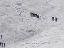 Один подросток сумел сам выбраться из-под лавины в Туве, других ищут
