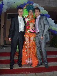 Жительница Днепропетровщины решила конкурировать с павлоградской выпускницей