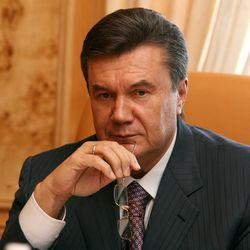 """Янукович подписал закон о """"комендантском часе"""" для детей"""
