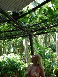 У Волочковой в Таиланде появился новый назойливый поклонник – обезьянка