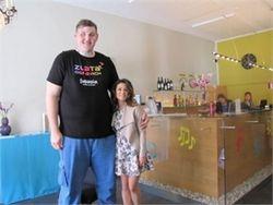 Злата Огневич наконец показала своего партнера-великана на Евровидении