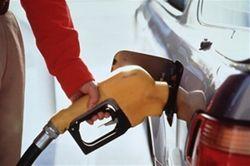 Бензин на бирже дорожает, в Украине - подешевеет: мнения в ВКонтакте