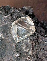 Инвесторам: ученые создали углерод, который тверже алмаза