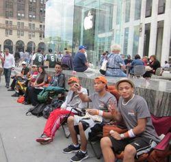 День стояния в очереди за iPhone 5 стоит до 150 долларов