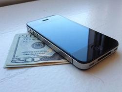 В США стартовали продажи смартфона от Apple, не привязанного к оператору