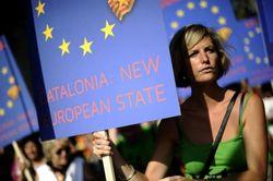 Политики требуют от Мадрида ввести войска в «независимую» Каталонию