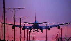 В Харькове совершил посадку искрящийся самолет