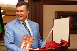 Виктора Януковича с днем рождения поздравила тысяча гостей