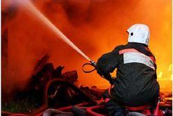 В Петербурге на складе картона пожар, охвативший сотни квадратных метров