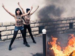 В Париже FEMEN устроили Международный день топлес-джихада
