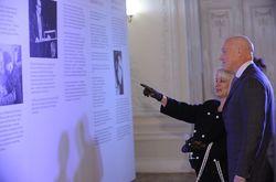 """СМИ о образе Анны Герман на выставке проекта """"Месяц Николая"""""""