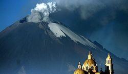 Пепел Попокатепетля засыпал мексиканский город Пуэбла - последствия