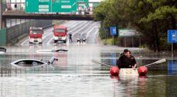 Мощный ливень превратил улицы Варшавы в реки – очевидцы