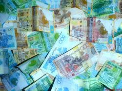 Курс тенге укрепился к евро и канадскому доллару и снизился к фунту стерлингов
