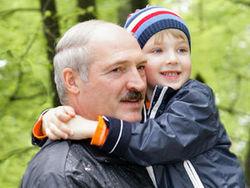 Лукашенко не будет передавать страну младшему сыну