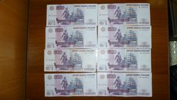 Курс рубля снизился к швейцарскому франку, евро и канадскому доллару