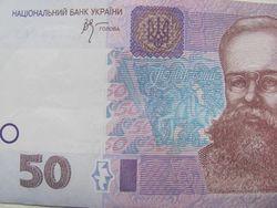 Курс гривны снизился к евро и фунту стерлингов, но укрепился к новозеландскому доллару