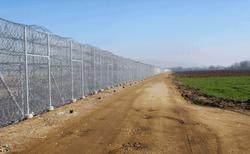 Греция отделилась от Турции стеной по всей длине границы