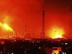 Пожар на НПЗ в Венесуэле разрастается - загорелся третий резервуар