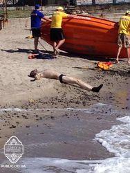 В Одессе под набережной пляжа «Ланжерон» обнаружили тело мужчины