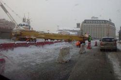 В Киеве у Почтовой площади упала 30-метровая буровая станция