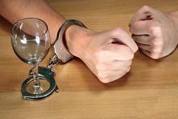 Найден безопасный способ снижения тяги к алкоголю