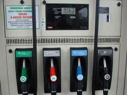 Стоимость бензина для автозаправок снижена на 12 процентов