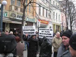 Уроки ЕС: из-за цен на электричество болгары забросали яйцами министерства