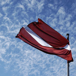 В Латвии негражданам русским объяснили обязанности на случай войны